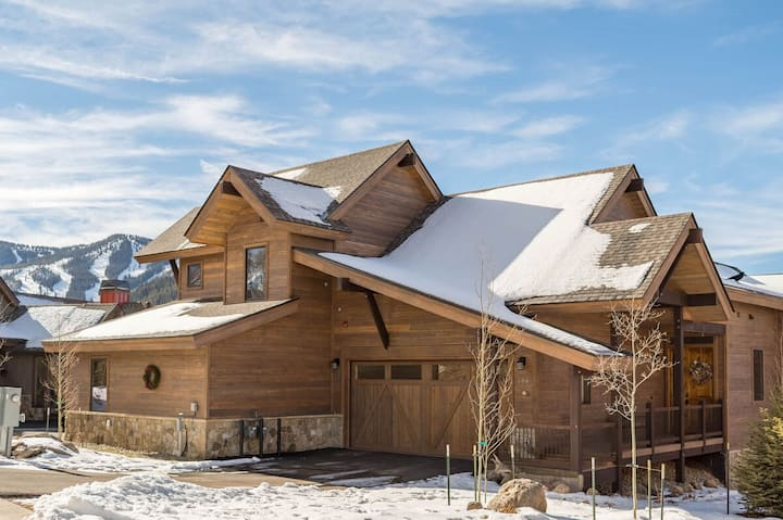 Huge Luxe Home   Across From Resort   Designer Decor   Hot Tub & Fire Pit