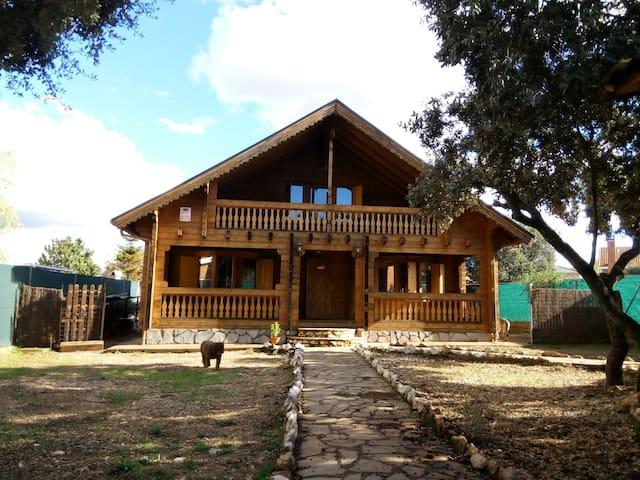 Casa de madera habitaciones privada - pioz - Hus