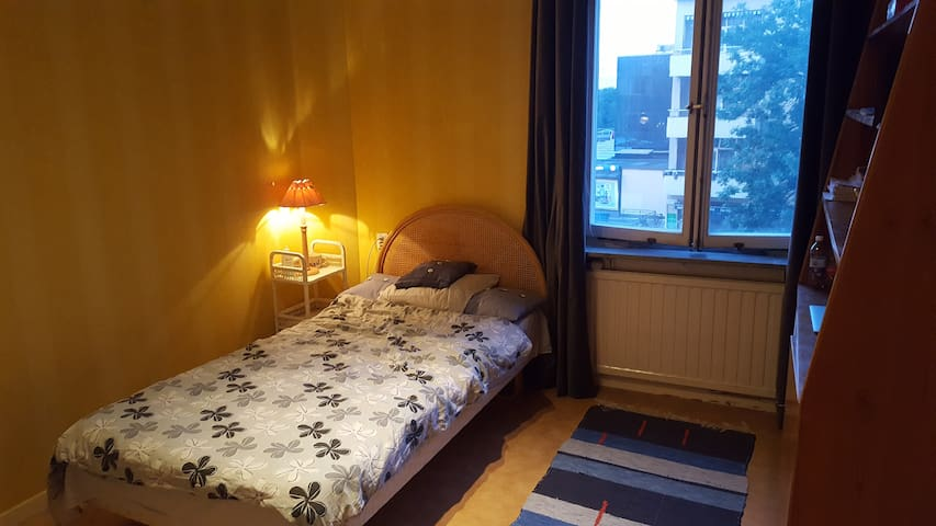 Charming bedroom-Balconies - Next to Globen Arena