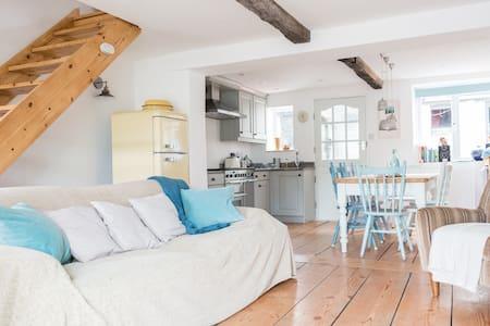 Burgh Island - Bigbury - Cosy cottage, beach 1 min