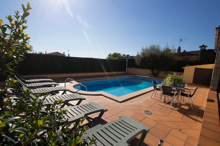 Catalunya Casas: Villa del Art in Sils, in the center of Costa Brava and close to Spain's best golf!