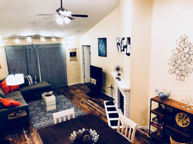 Modern 2 Bedroom, 1 Bath Apartment in Central FOCO