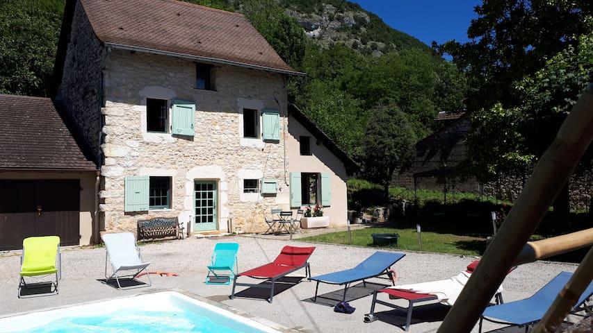 """Gîte """"Entre Vignes et Montagne"""" - piscine chauffée"""