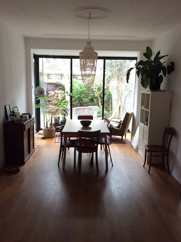 Private room in lovely appt near centre - Delft - Wohnung