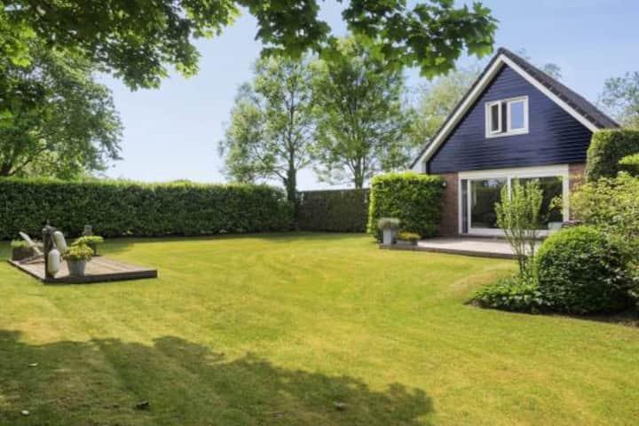 Rustig gelegen knus huisje met ruime besloten tuin
