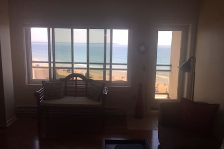 Beautiful Ocean Front 2BR Condo w Balcony - Old Orchard Beach
