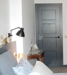 Habitación con encanto con baño privado y chimenea - La Seu d'Urgell