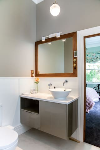 Bray Room Private Ensuite