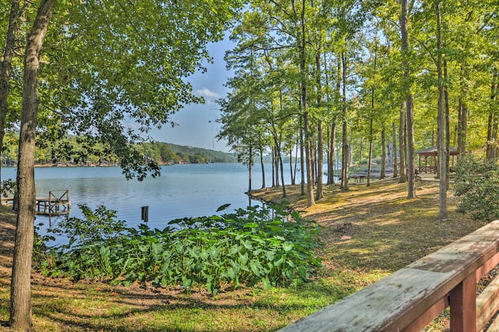 NEW! 3BR Lakefront Townhome in Hot Springs Village