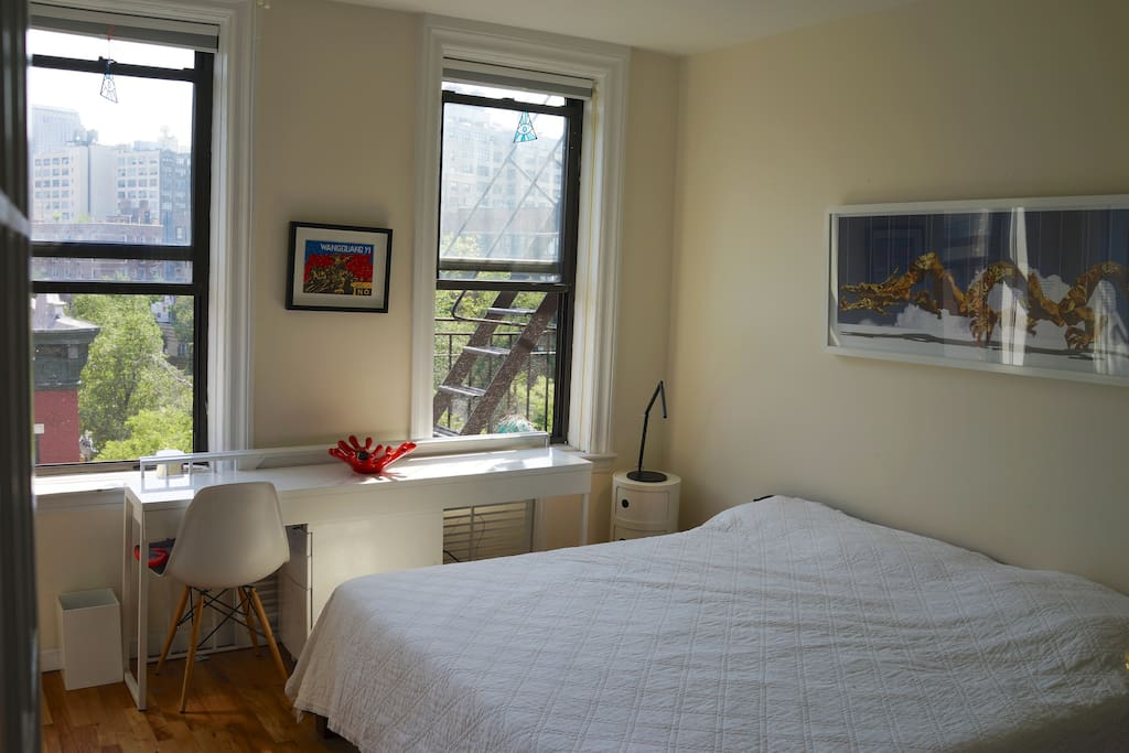 Master bedroom, king bed with top-quality mattress