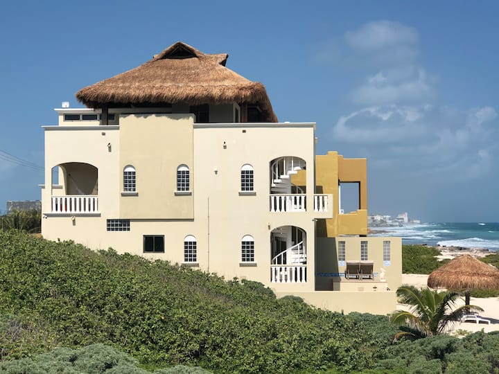 Casa De Jolly (ocean front & private beach)