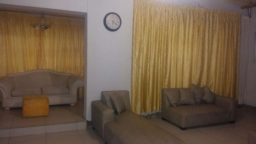 Spacious Accomodation in Florida, Roodepoort - Roodepoort - Dom