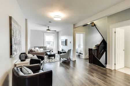 Charm in Kensington Market! - Toronto - Apartment