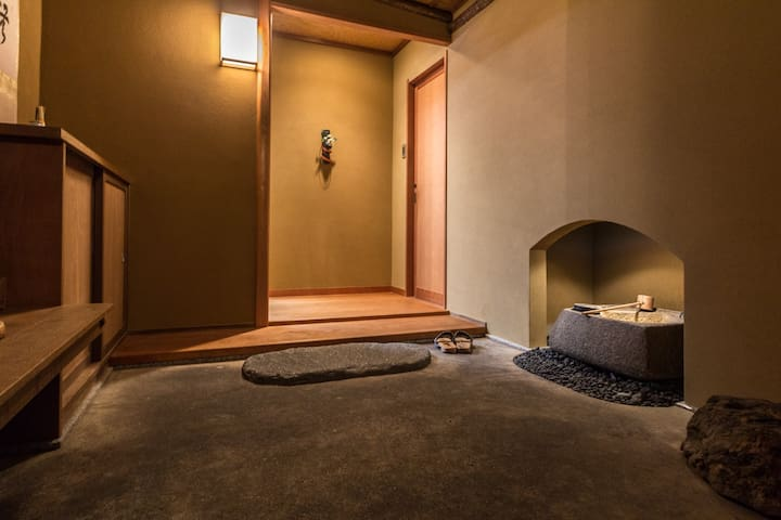 Spacious Apt w/ traditional Japanese room +Wifi