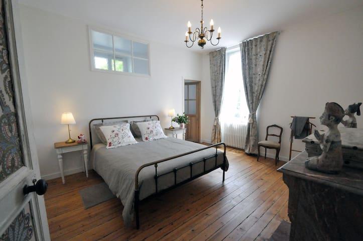 Près du Puy du Fou, la chambre Réaumur - Breuil-Barret - Gästehaus