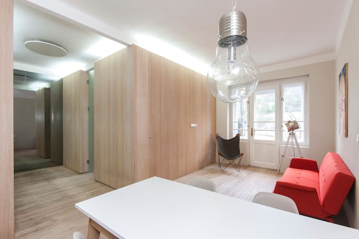 Cozy design apt, close to city center - Prag - Lejlighed