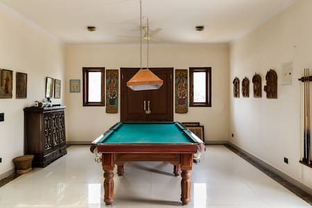 South Delhi Farm House and Garden - Bed & Breakfast