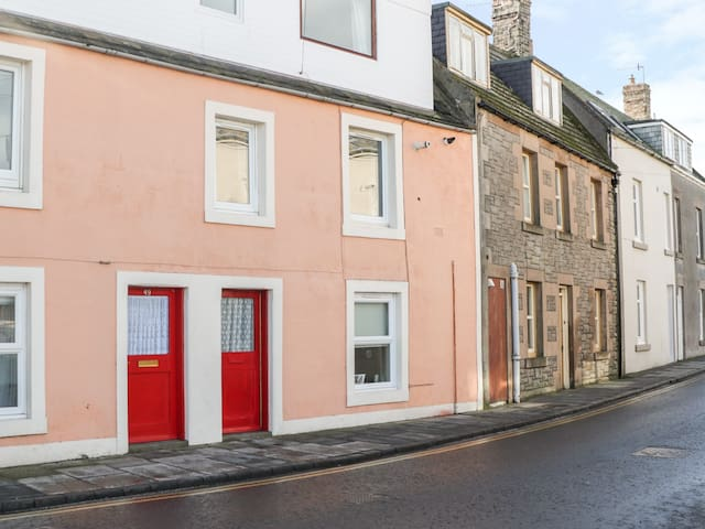 SEA SPRAY, pet friendly, with a garden in Eyemouth, Ref 977789