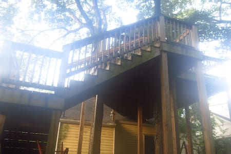"Elm ""Hotel"" Room Tree House in 12th South! - Nashville  - Apartment"
