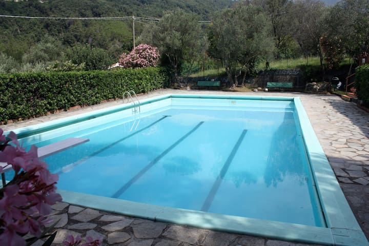 Room with garden and pool - Piazza - Apartamento