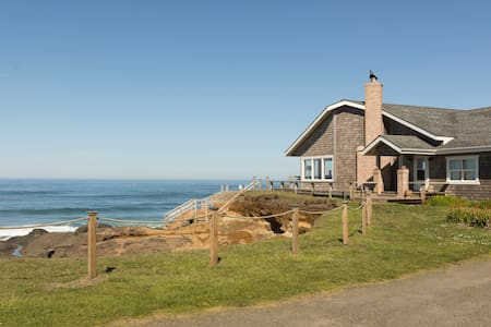 OCEANA: Secluded Ocean Front Home - Yachats - Rumah