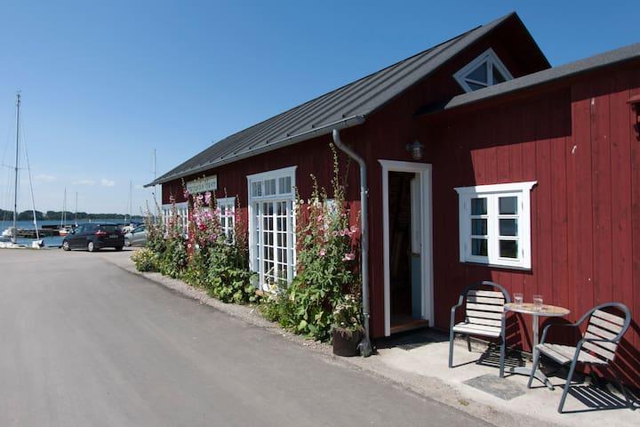 Havnehuset Oven vandet