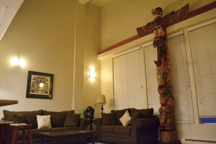 """Downtown Juneau """"Totem Loft"""""""