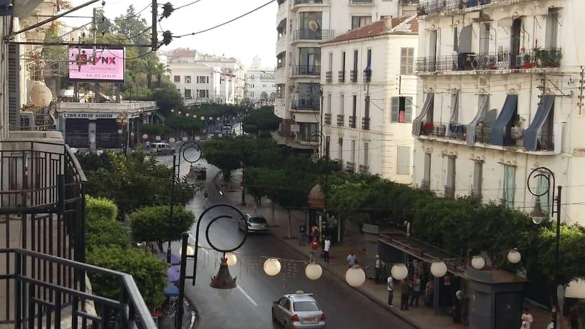 Appartement à la rue Didouche Mourad - Place Audin