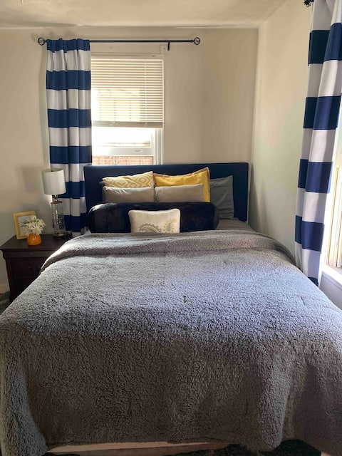 Close to Fort Lee (Private Queen Room)