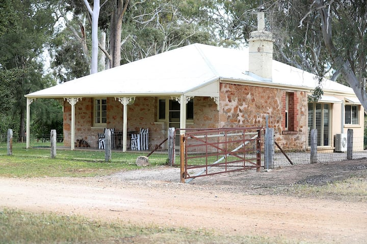 Hughes Park Cottage, Watervale, Clare Valley