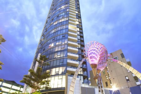 waterfront br with sea view, close to everywhere!! - Docklands - Lakás