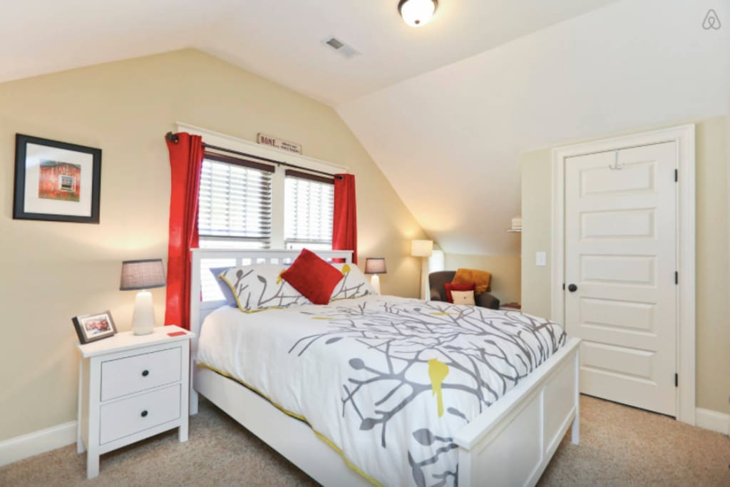 Warm and welcoming 2nd floor bedroom, with Queen-size bed and reading nook
