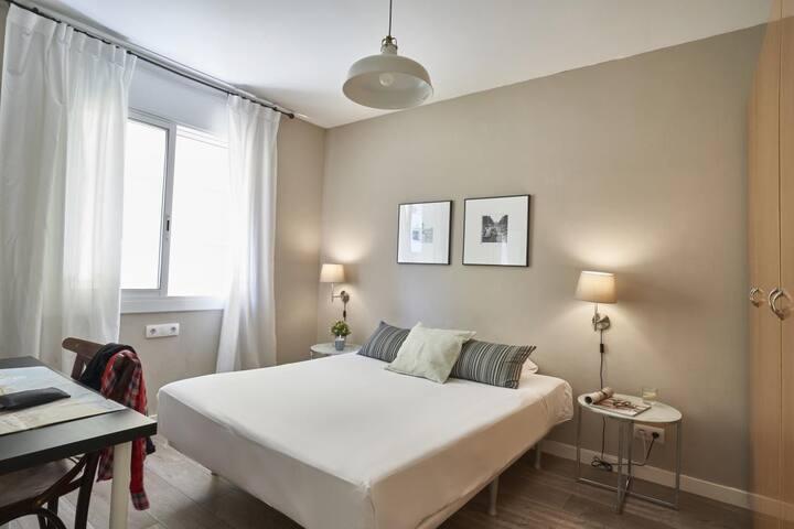 Great room in Eixample-big flat