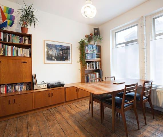 Two bedroom family home in Hackney - Londra - Ev