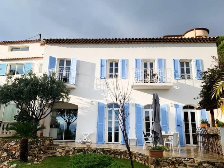 Villefranche-sur-Mer : villa de charme avec vue