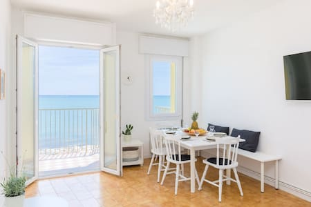 Centrally located apartment with ocean view