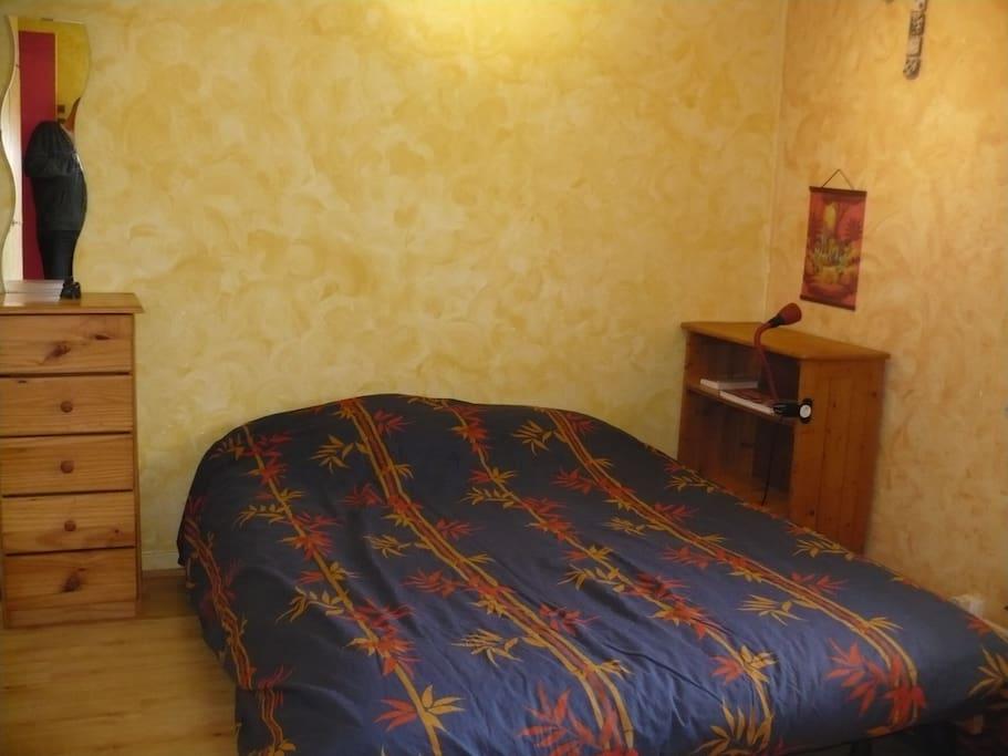 la chambre lit 140 bon matelas