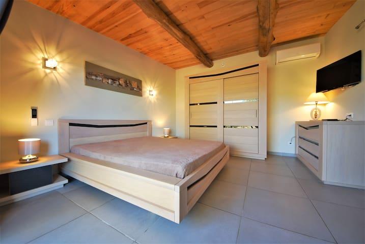 Villa pierres 1.5km Plage PISCINE