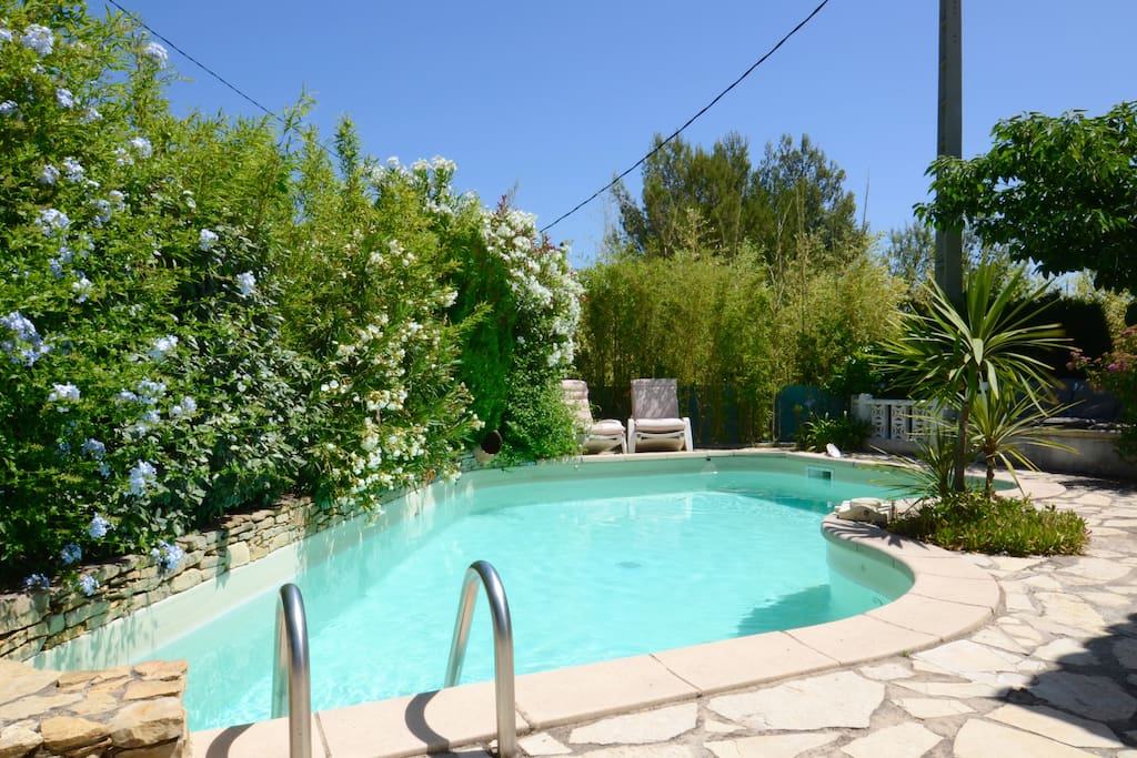 Vallouche villa proven ale calme piscine houses for rent for La piscine translation