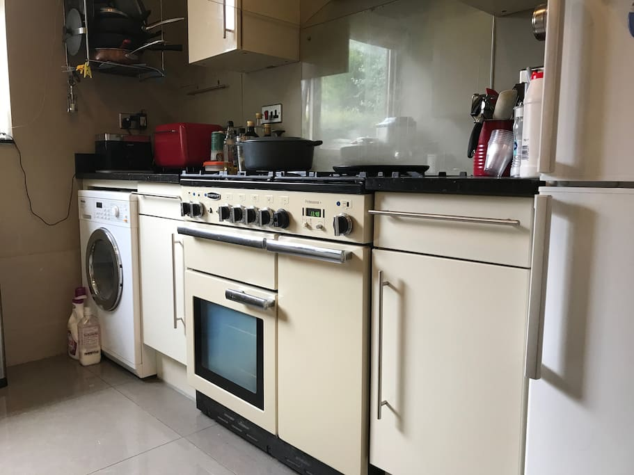 Kitchen with 5 burner hob and double oven, and bread machine