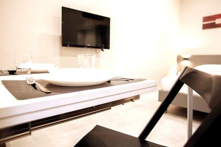 Super Modern Fiera Milano Aparthotel- 2pax-Wifi-DT