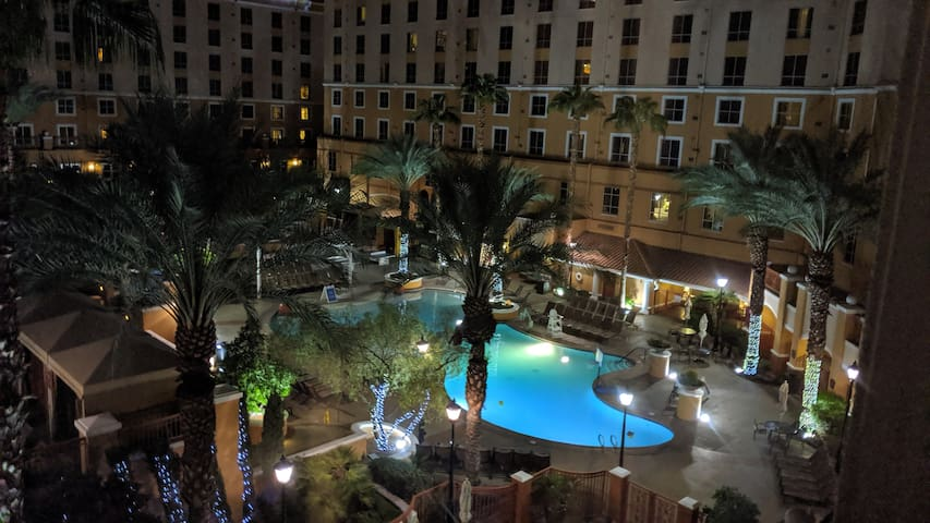 Wyndham Grand Desert 1 bedroom, just off the strip
