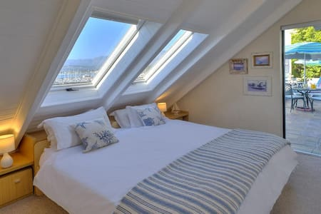 Seaside Penthouse bedroom 2: Sleep under stars on king bed /2 singles. Economise with 2 more pull-out beds. Not for 4 adults. Ideal: 2 adults, family, or children. Ensuite showerroom with sea view. Private balcony with pool & seaview. Aircon and TV.