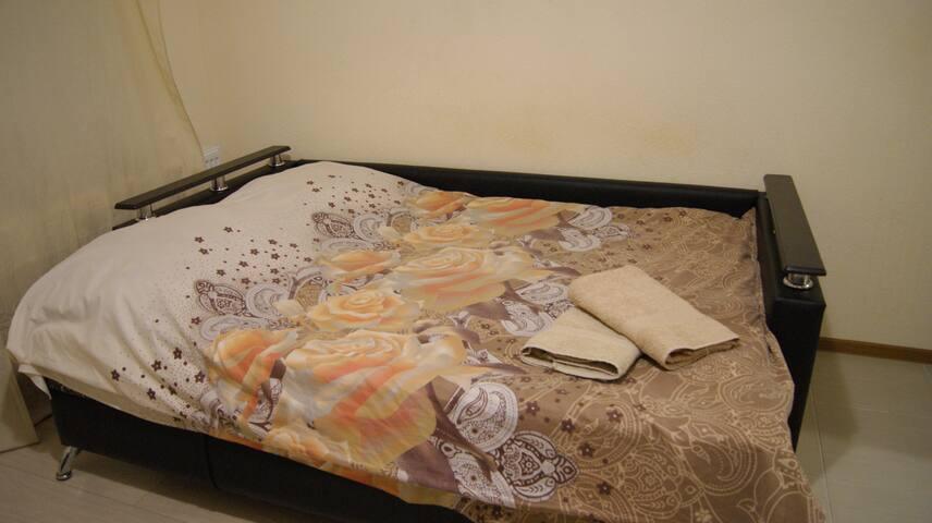 Удобный двуспальный диван 160х200