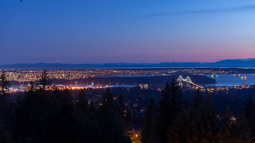 ARCHITECTS OWN GROUSE MOUNTAIN MANSION - North Vancouver - Rumah