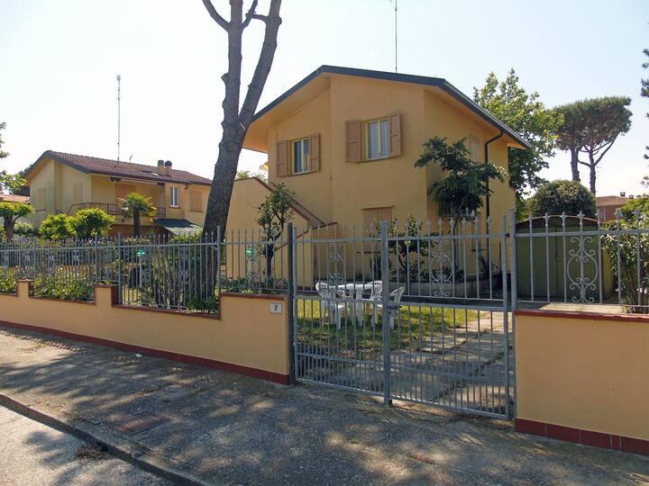 Villa con 3 camere da letto e grande giardino