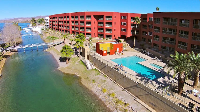 PENTHOUSE LUXURY RIVERFRONT CONDO 3I, LAUGHLIN CASINO VIEWS,  1 King, 2 Queen