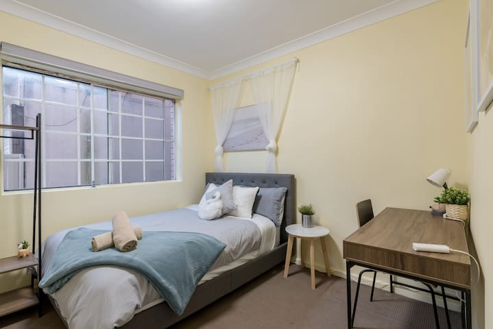 Quiet Private Room in Kingsford near UNSW, Light railway&bus g4