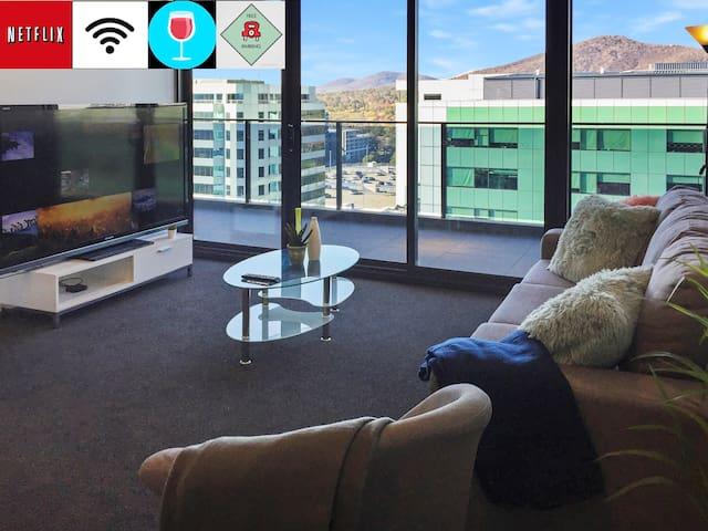 City Style 2BR Apt Free Wifi/Netflix/Wine/Gym/Pool