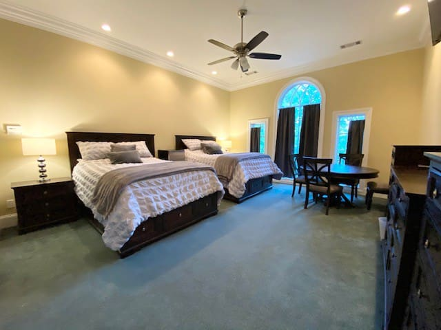 Executive Suite Inside Home Close To Pinewood